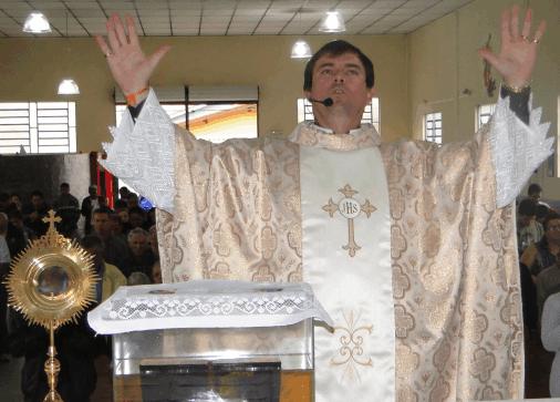 Padre: Alberto Santuário dos Milagres